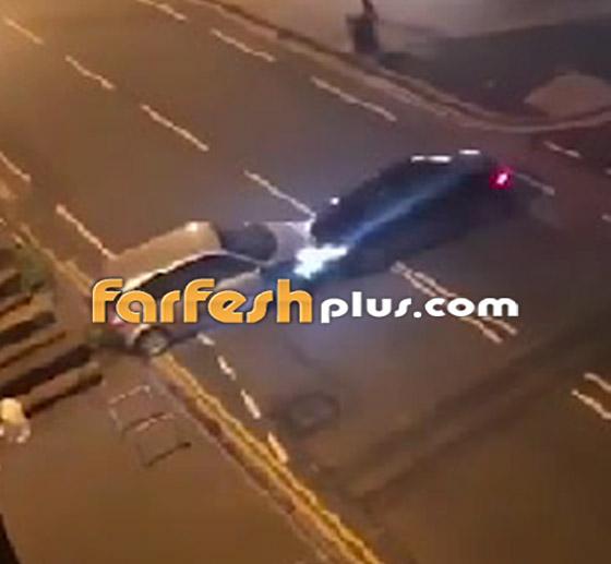 فيديو جنوني: سائق غاضب يصدم سيارة أخرى عمدا ويدهس السائق الهارب!  صورة رقم 1