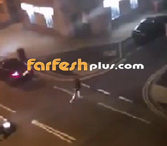 فيديو جنوني: سائق غاضب يصدم سيارة أخرى عمدا ويدهس السائق الهارب!  صورة رقم 6