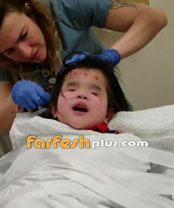 صورة رقم 2 - فيديو مؤثر.. طفلة ضريرة تهدئ نفسها بالغناء أثناء خضوعها لعملية طبية!