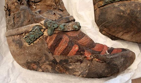 صور  مومياء عمرها 1500عام تلبس حذاء اديداس! لا تصدّق كل ما تراه! صورة رقم 3