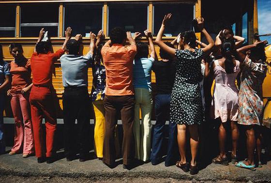 بالصور: أسماء لامعة لمصورات التقطن بعدساتهن أحداث الحروب والمظاهرات صورة رقم 8