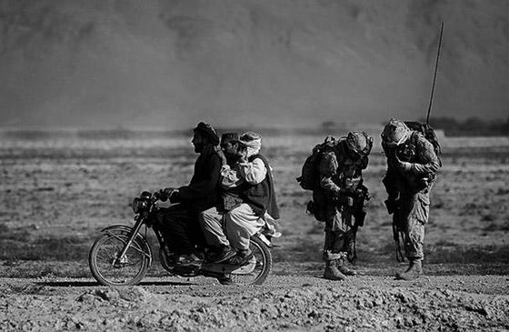 بالصور: أسماء لامعة لمصورات التقطن بعدساتهن أحداث الحروب والمظاهرات صورة رقم 9