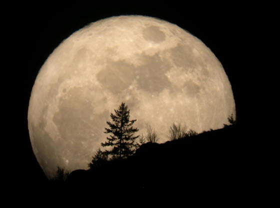 إليكم أبرز الأساطير والمعتقدات والحكايا القديمة عن ليلة اكتمال القمر صورة رقم 1