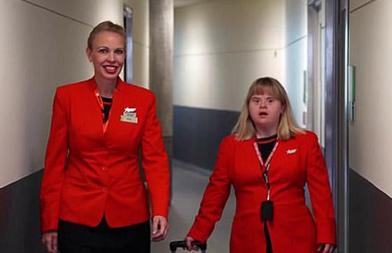 صورة رقم 1 - فييو مؤثر.. فتاة مصابة بمتلازمة داون تحقق حلمها وتصبح مضيفة طيران!