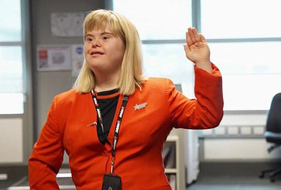 صورة رقم 2 - فييو مؤثر.. فتاة مصابة بمتلازمة داون تحقق حلمها وتصبح مضيفة طيران!