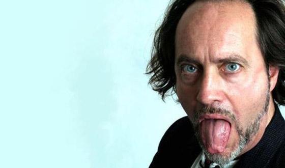وفاة ممثل كوميدي بريطاني على المسرح والجمهور يضحك معتقدا أنه يمثل  صورة رقم 6