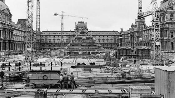 خدعة بصرية فنية بمناسبة مرور 30 عاما على بناء هرم اللوفر! صور صورة رقم 7