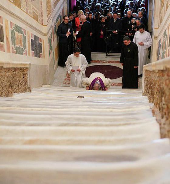 لأول مرة منذ 300 عام.. الكشف عن (الدرج المقدس) الذي صعده المسيح! صورة رقم 4