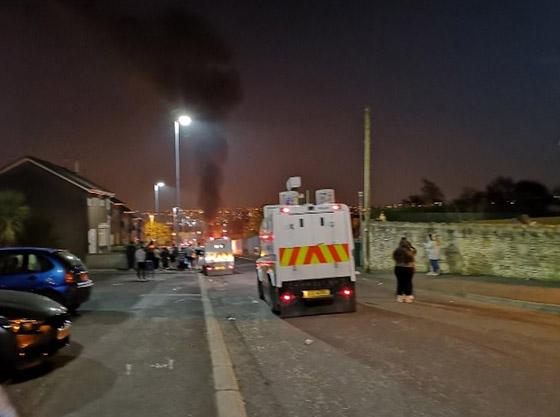 عمل إرهابي في أيرلندا الشمالية.. قنابل وأعمل عنف وشغب وسقوط قتيلة صورة رقم 9