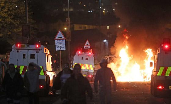 عمل إرهابي في أيرلندا الشمالية.. قنابل وأعمل عنف وشغب وسقوط قتيلة صورة رقم 14