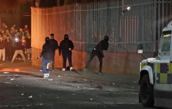 عمل إرهابي في أيرلندا الشمالية.. قنابل وأعمل عنف وشغب وسقوط قتيلة صورة رقم 16