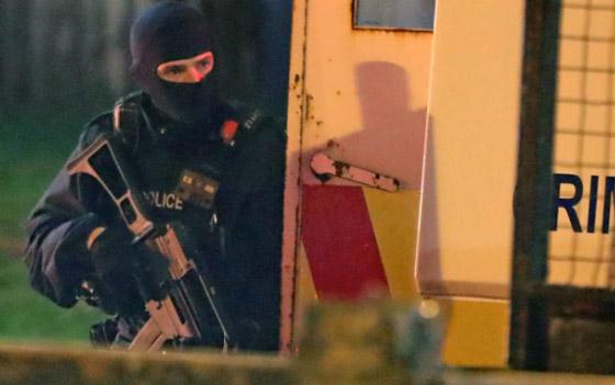 عمل إرهابي في أيرلندا الشمالية.. قنابل وأعمل عنف وشغب وسقوط قتيلة صورة رقم 17
