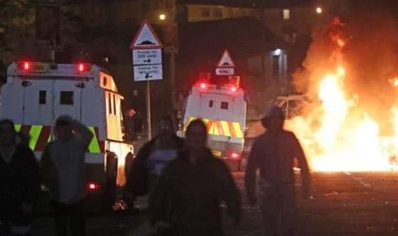 عمل إرهابي في أيرلندا الشمالية.. قنابل وأعمل عنف وشغب وسقوط قتيلة صورة رقم 18