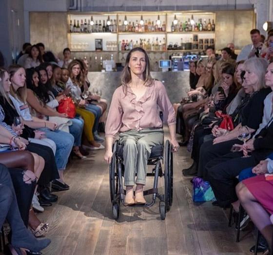 صورة رقم 13 - برازيلية مقعدة تتحدى إعاقتها وتطلق أول علامة تجارية لصاحبات الهمم