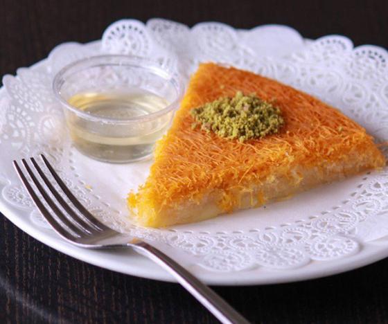 صورة رقم 2 - حلويات رمضانية: طريقة عمل الكنافة بالقشطة