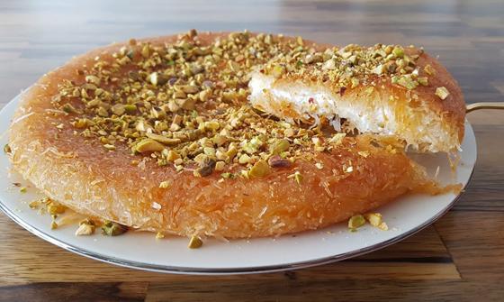 صورة رقم 7 - حلويات رمضانية: طريقة عمل الكنافة بالقشطة