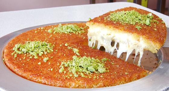 صورة رقم 8 - حلويات رمضانية: طريقة عمل الكنافة بالقشطة