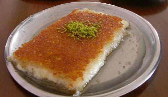 حلويات رمضانية: طريقة عمل الكنافة بالقشطة صورة رقم 4