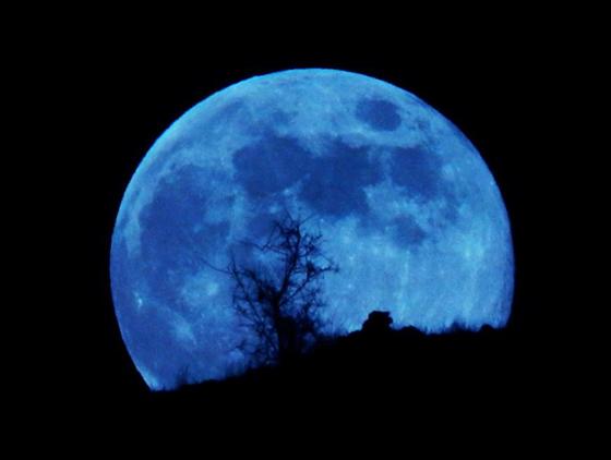ظاهرة فلكية مثيرة يوم السبت: ترقّبوا القمر الأزرق الكامل صورة رقم 3