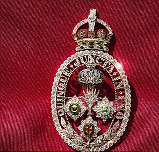 قصة الدبوس الماسي المميز لملكة بريطانيا... صورة رقم 10
