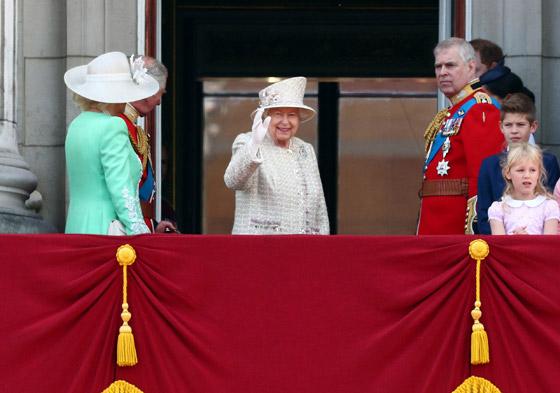 قصة الدبوس الماسي المميز لملكة بريطانيا... صورة رقم 2