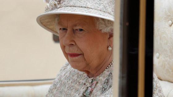 قصة الدبوس الماسي المميز لملكة بريطانيا... صورة رقم 3