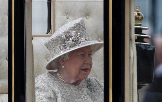 قصة الدبوس الماسي المميز لملكة بريطانيا... صورة رقم 1