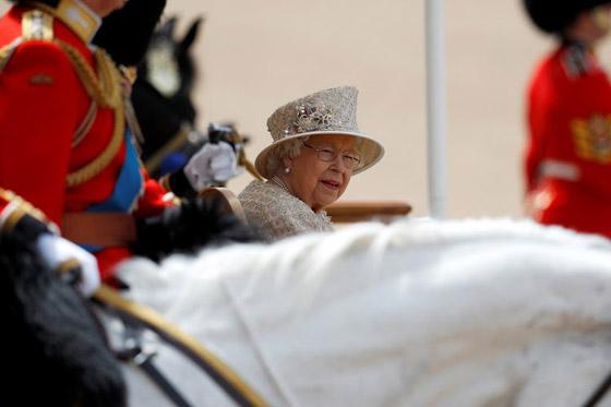 قصة الدبوس الماسي المميز لملكة بريطانيا... صورة رقم 4
