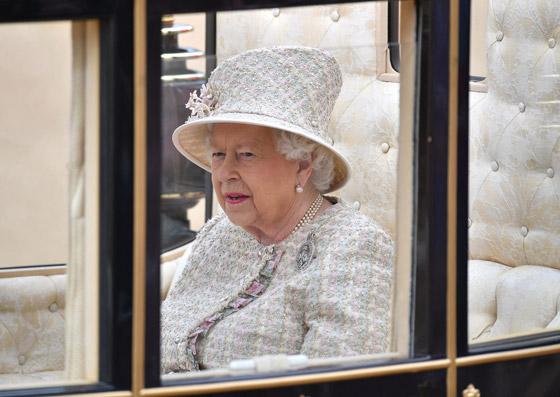قصة الدبوس الماسي المميز لملكة بريطانيا... صورة رقم 5