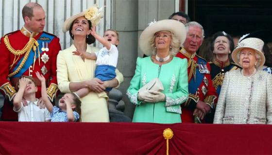 قصة الدبوس الماسي المميز لملكة بريطانيا... صورة رقم 7