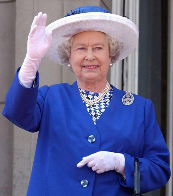قصة الدبوس الماسي المميز لملكة بريطانيا... صورة رقم 11