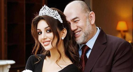 أول صور بعد الزواج لملك ماليزيا وزوجته ملكة الجمال صورة رقم 1