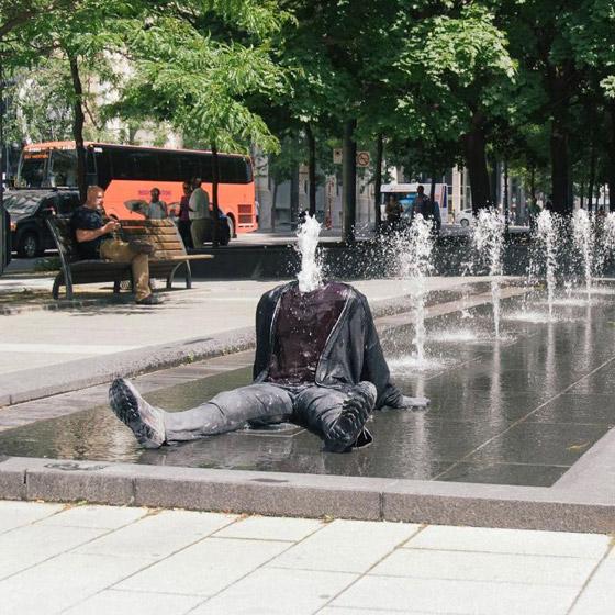 بالصور: فنان أمريكي يضع تماثيل بشرية واقعية حول العالم ليعبث مع الناس صورة رقم 9