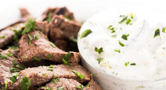 وجبة لذيذة في العيد.. فتة الشاورما على الطريقة السورية صورة رقم 3