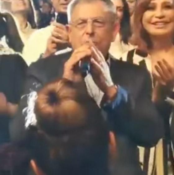 رئيس الحكومة اللبناني يشعل مواقع التواصل بغنائه لعبد الحليم صورة رقم 1