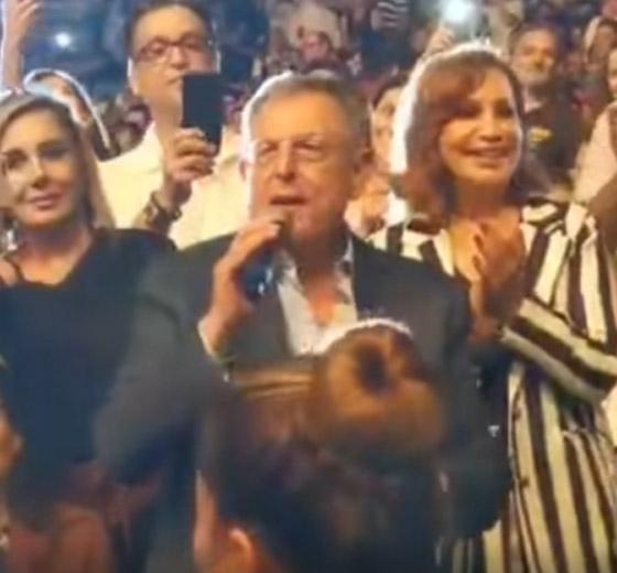 رئيس الحكومة اللبناني يشعل مواقع التواصل بغنائه لعبد الحليم صورة رقم 2