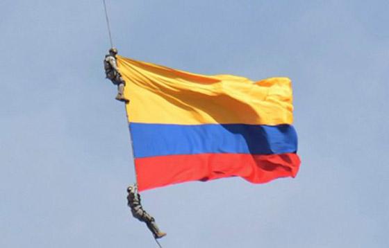 نهاية مأساوية لعسكريين كولومبيين انقطع حبلهما خلال عرض جوي صورة رقم 1