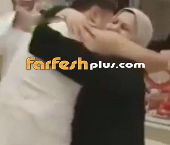 فيديو مؤثر: شاب سوري يلتقي والديه صدفة في الحج بعد فراق 7 سنوات! صورة رقم 1