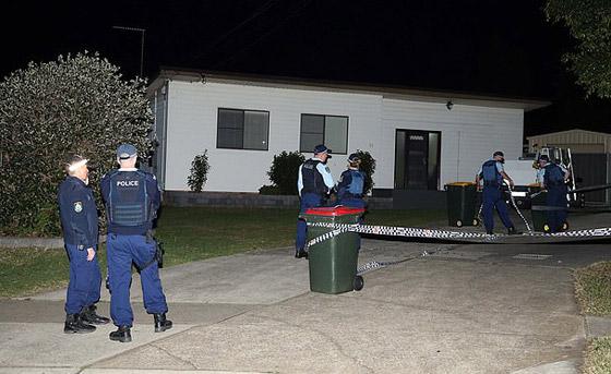 مسلح يهاجم المارة طعنا في سيدني الأسترالية وهو يهتف (الله أكبر)! فيديو صورة رقم 11