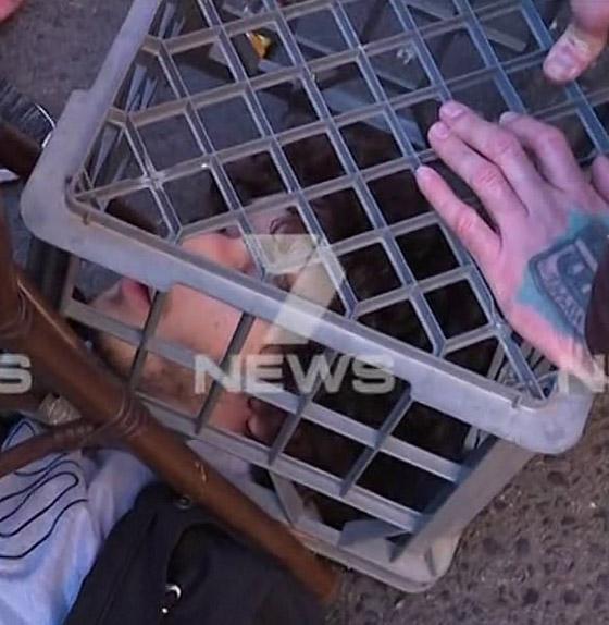 مسلح يهاجم المارة طعنا في سيدني الأسترالية وهو يهتف (الله أكبر)! فيديو صورة رقم 8