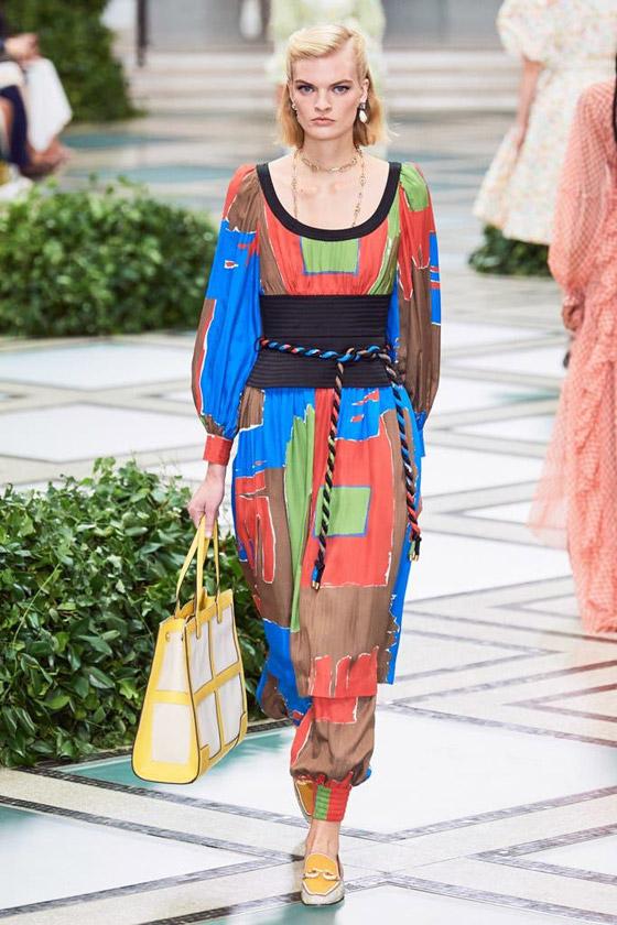 الأميرة ديانا حاضرة بعرض أزياء في نيويورك بعد 22 عاما على وفاتها صورة رقم 4