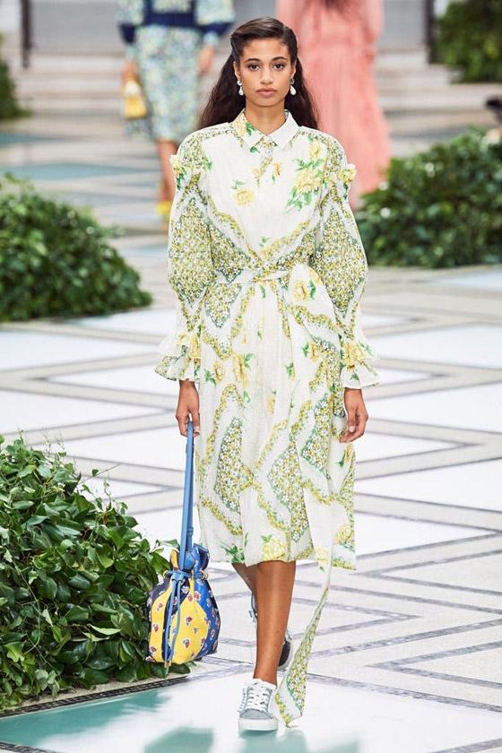 الأميرة ديانا حاضرة بعرض أزياء في نيويورك بعد 22 عاما على وفاتها صورة رقم 6