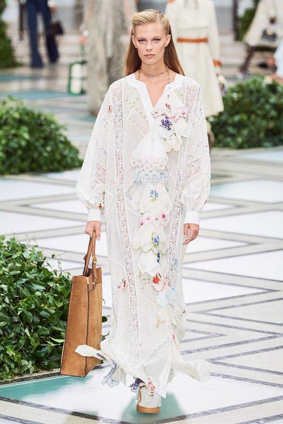 الأميرة ديانا حاضرة بعرض أزياء في نيويورك بعد 22 عاما على وفاتها صورة رقم 9