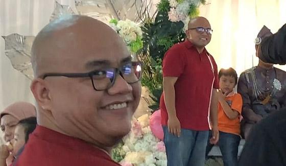 فيديو مضحك لرد فعل رجل ماليزي بعدما فوجئ بشبيهه في حفل زفاف! صورة رقم 3