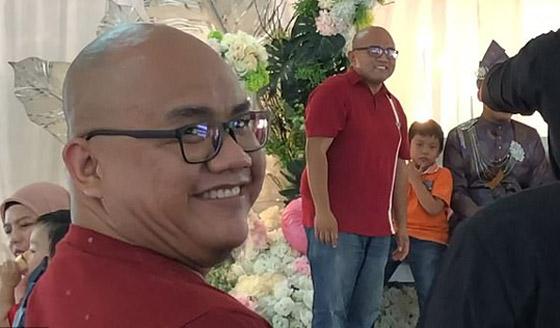 فيديو مضحك لرد فعل رجل ماليزي بعدما فوجئ بشبيهه في حفل زفاف! صورة رقم 5
