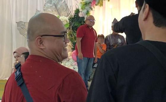 فيديو مضحك لرد فعل رجل ماليزي بعدما فوجئ بشبيهه في حفل زفاف! صورة رقم 7