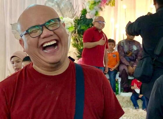 فيديو مضحك لرد فعل رجل ماليزي بعدما فوجئ بشبيهه في حفل زفاف! صورة رقم 8