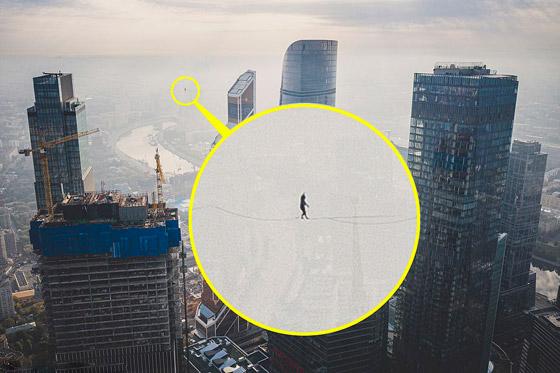 رياضيون يدخلون موسوعة غينيس بالمشي على الحبال على ارتفاع مستحيل! صورة رقم 8