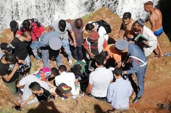 فيديو صادم.. انزلقت رجله فسقط من أعلى شلالات بالمغرب صورة رقم 1