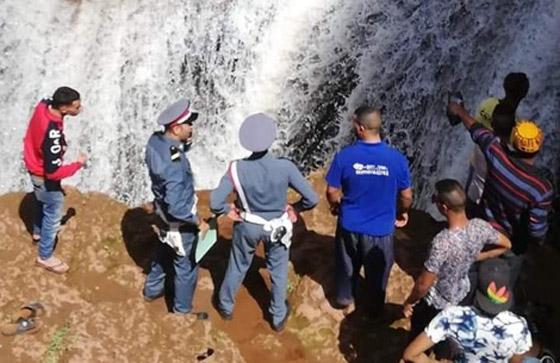 فيديو صادم.. انزلقت رجله فسقط من أعلى شلالات بالمغرب صورة رقم 2